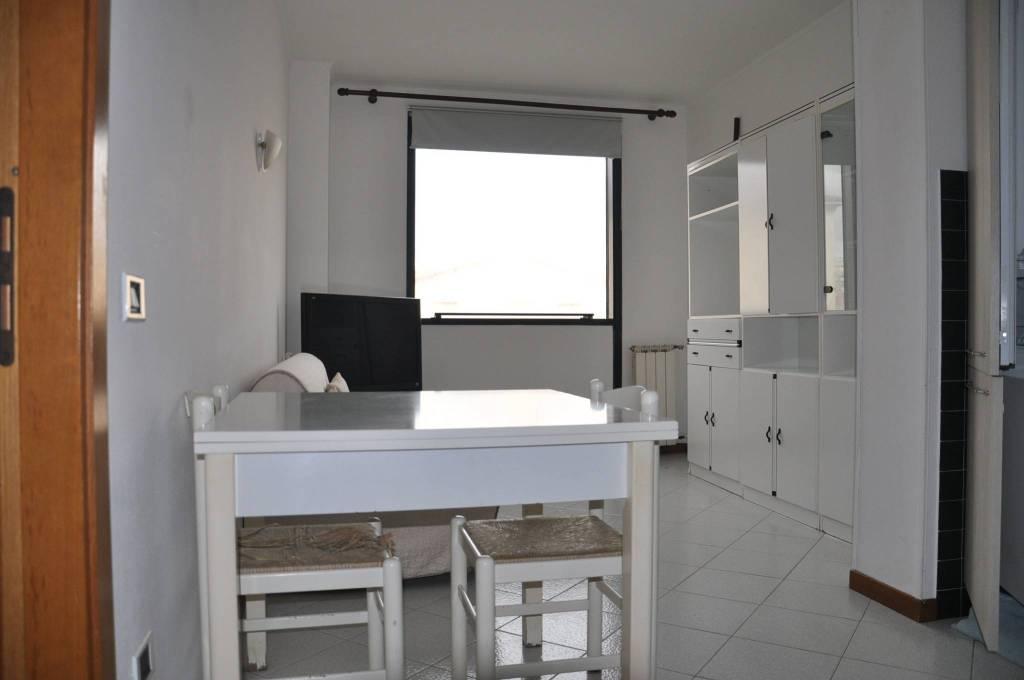 Appartamento in buone condizioni arredato in affitto Rif. 8533555