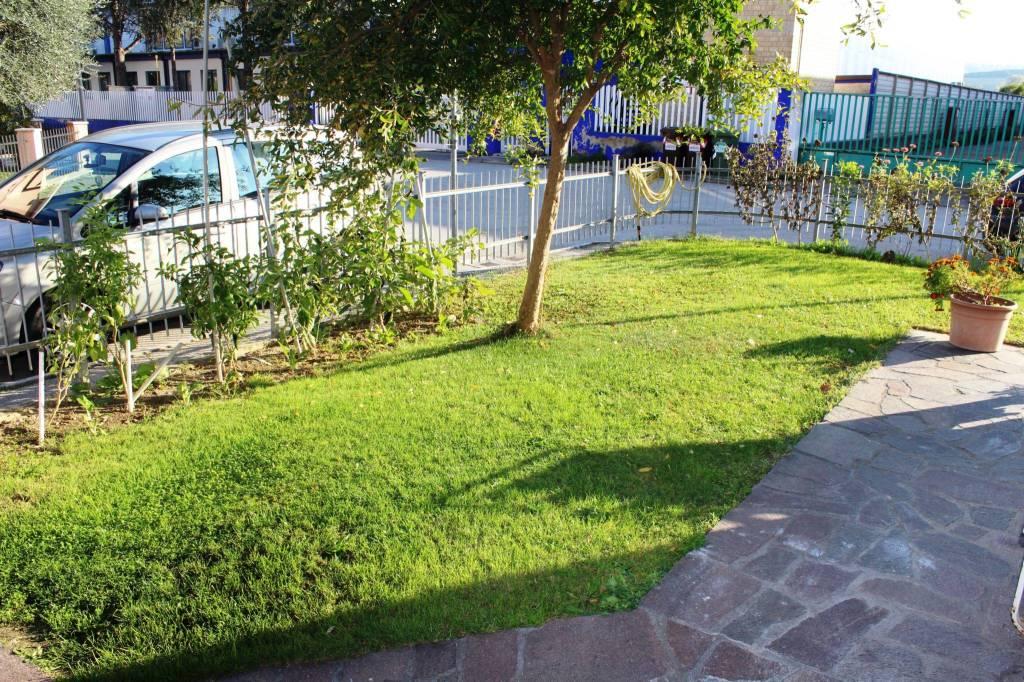 Appartamento in ottime condizioni arredato in vendita Rif. 8533804