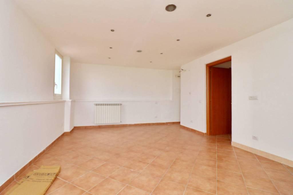 Appartamento in buone condizioni arredato in affitto Rif. 8532371