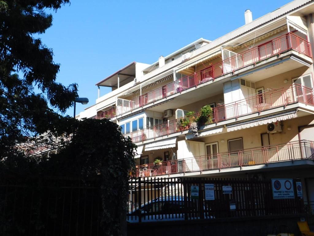 Appartamento da ristrutturare parzialmente arredato in vendita Rif. 8538280