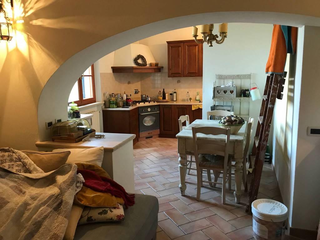 Appartamento in ottime condizioni parzialmente arredato in vendita Rif. 8551251