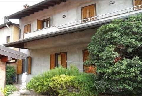 Appartamento in buone condizioni in vendita Rif. 8640997