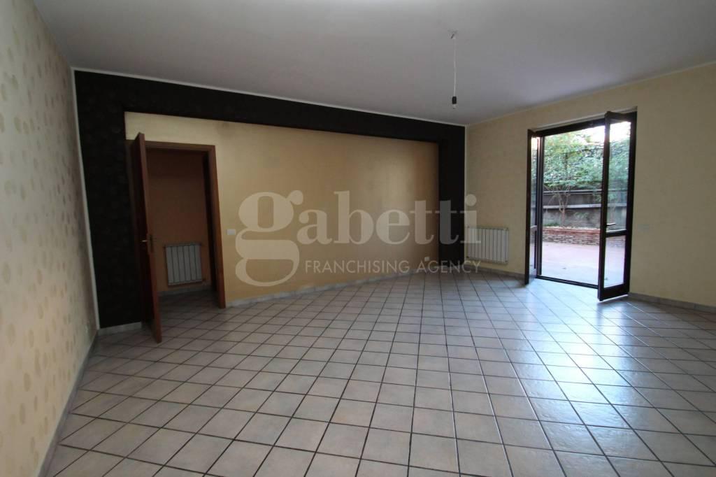 Appartamento in buone condizioni in affitto Rif. 8550039