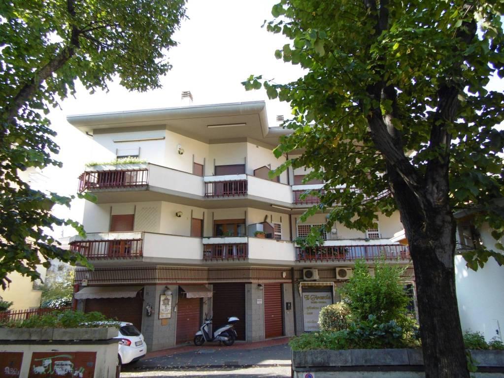 Appartamento in buone condizioni parzialmente arredato in affitto Rif. 8549398