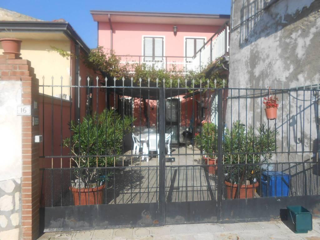 Appartamento in buone condizioni in vendita Rif. 8552601