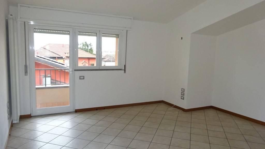 Appartamento in buone condizioni in affitto Rif. 8549886