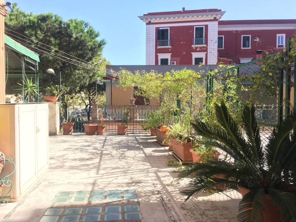 Appartamento in buone condizioni arredato in affitto Rif. 8548462