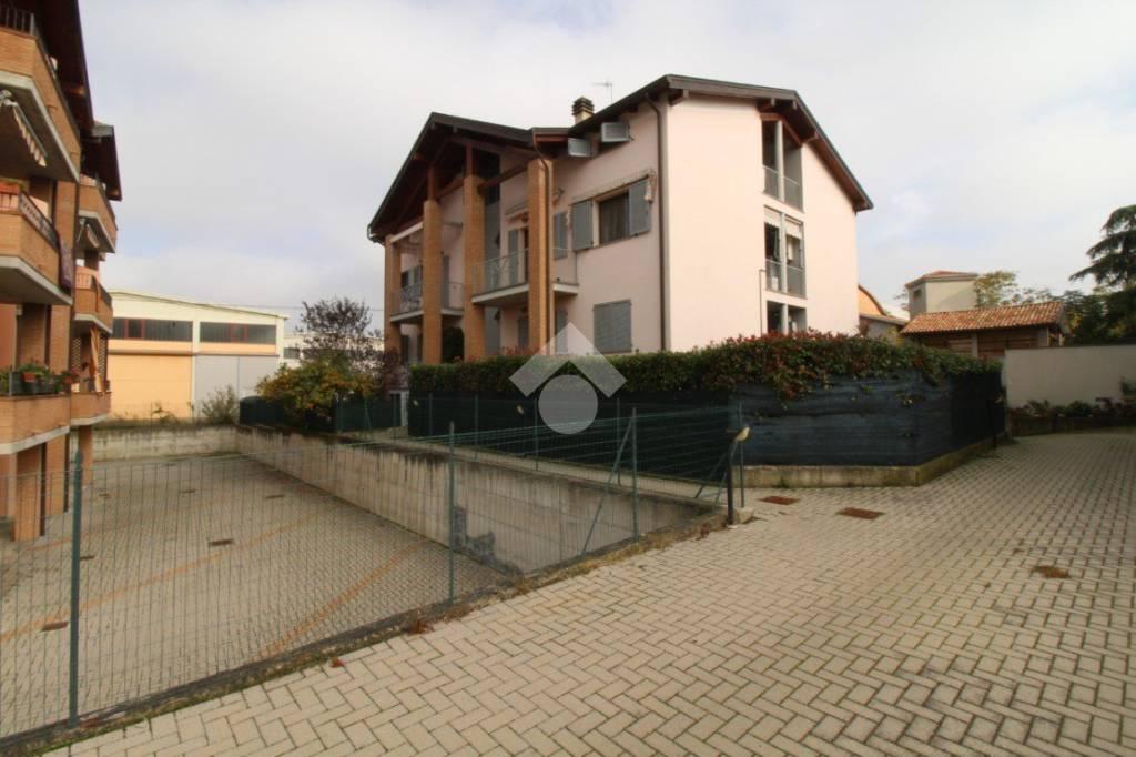 Appartamento su due livelli con camino