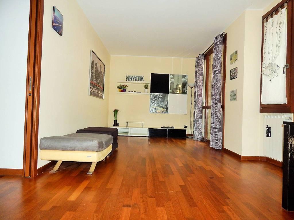 Appartamento in ottime condizioni arredato in affitto Rif. 8546843