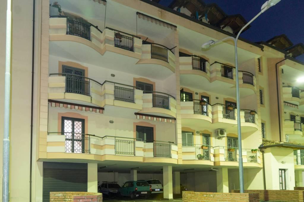 Appartamento in ottime condizioni in vendita Rif. 8551468