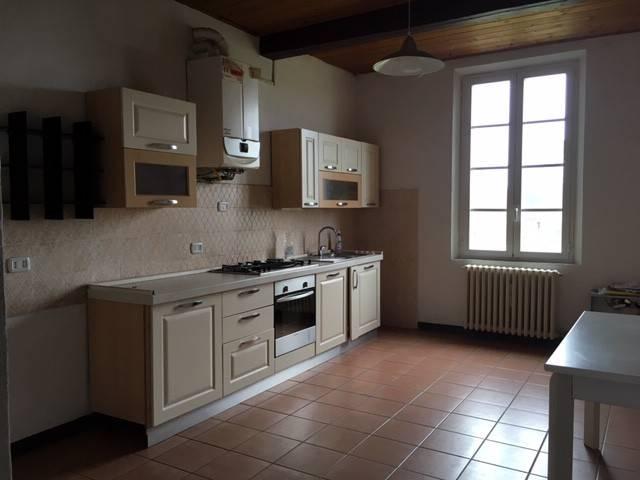 Appartamento in buone condizioni parzialmente arredato in affitto Rif. 8547404