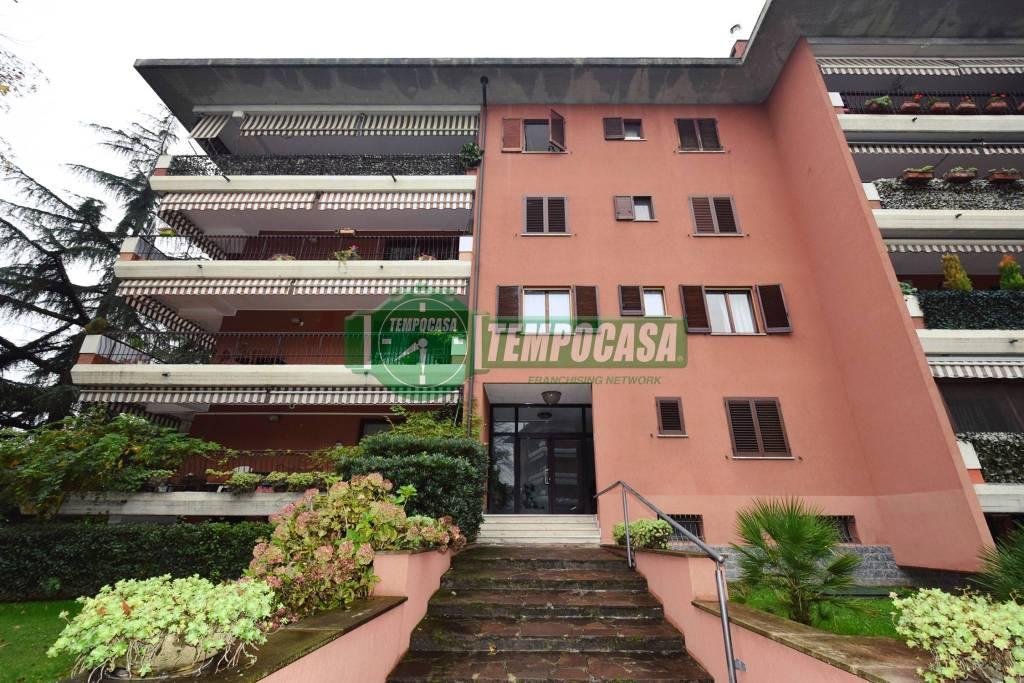 Appartamento in buone condizioni arredato in vendita Rif. 8927412