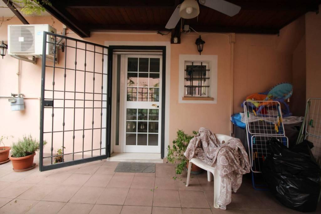 Appartamento in ottime condizioni parzialmente arredato in vendita Rif. 8549353