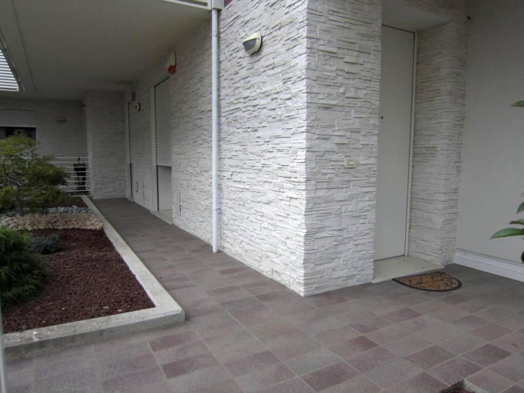 Appartamento in ottime condizioni parzialmente arredato in affitto Rif. 8549914