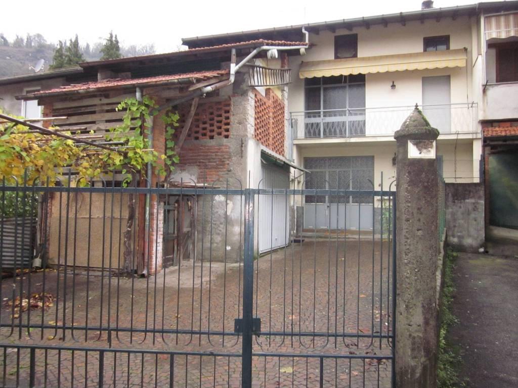 Villa a Schiera in Vendita a Caravate