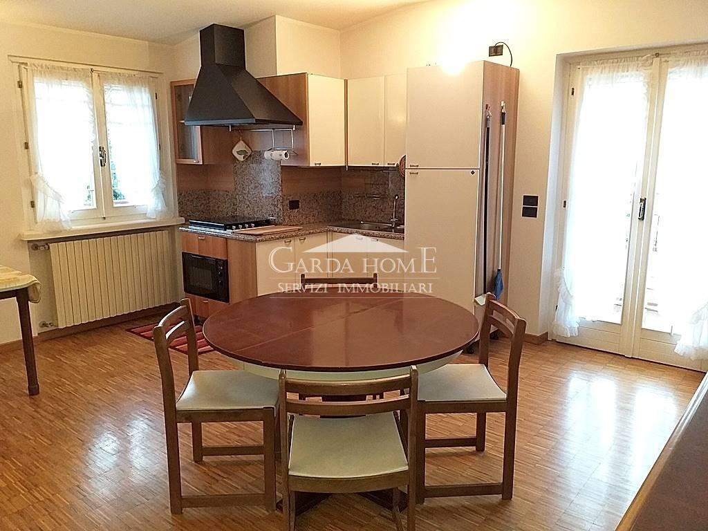 Appartamento in buone condizioni arredato in affitto Rif. 8550995