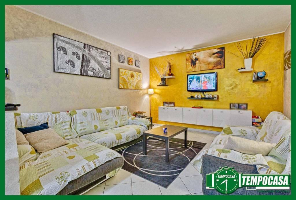 Appartamento in buone condizioni in vendita Rif. 8914675
