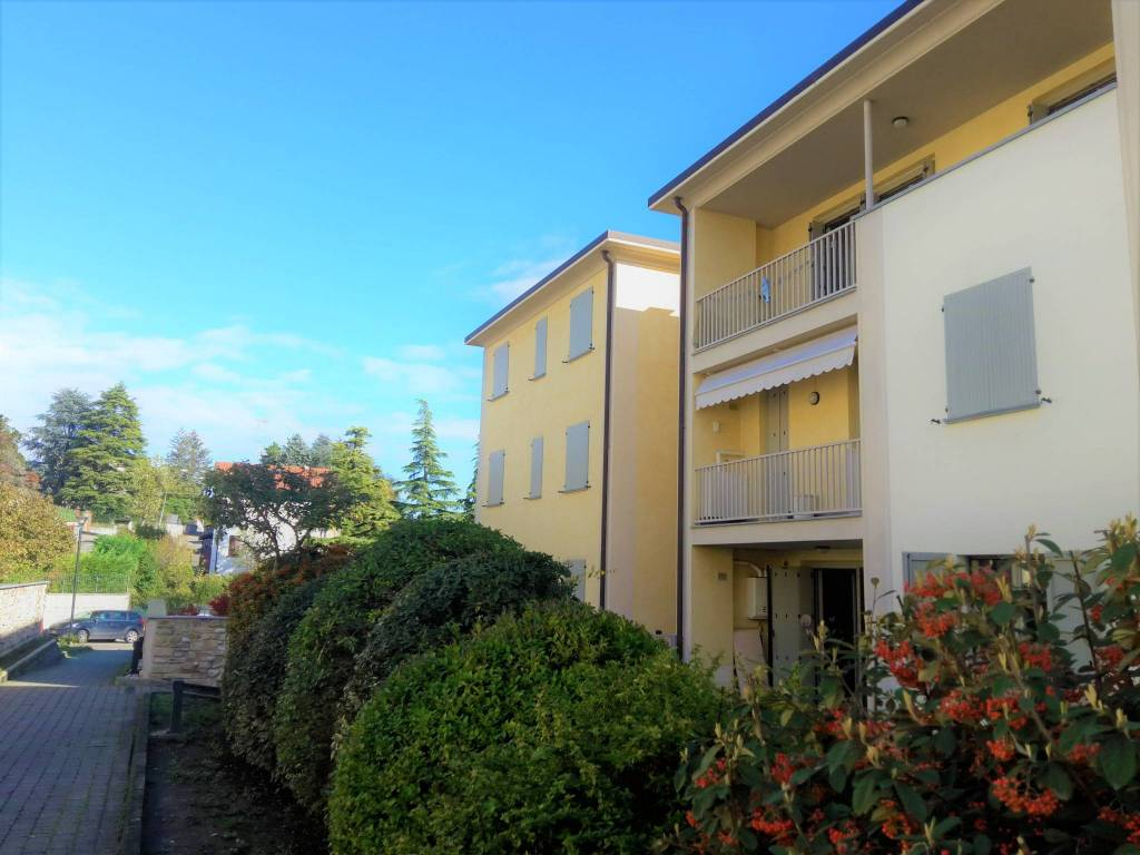 Appartamento in ottime condizioni parzialmente arredato in vendita Rif. 8547595