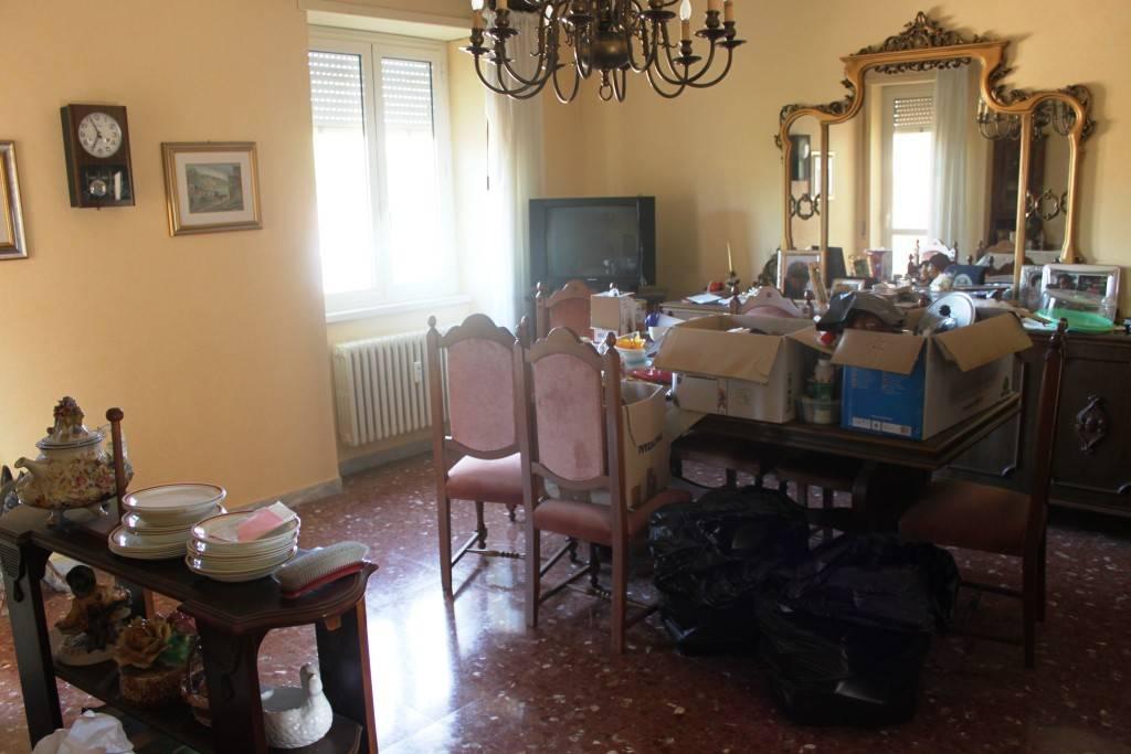 Appartamento in buone condizioni parzialmente arredato in vendita Rif. 8547218