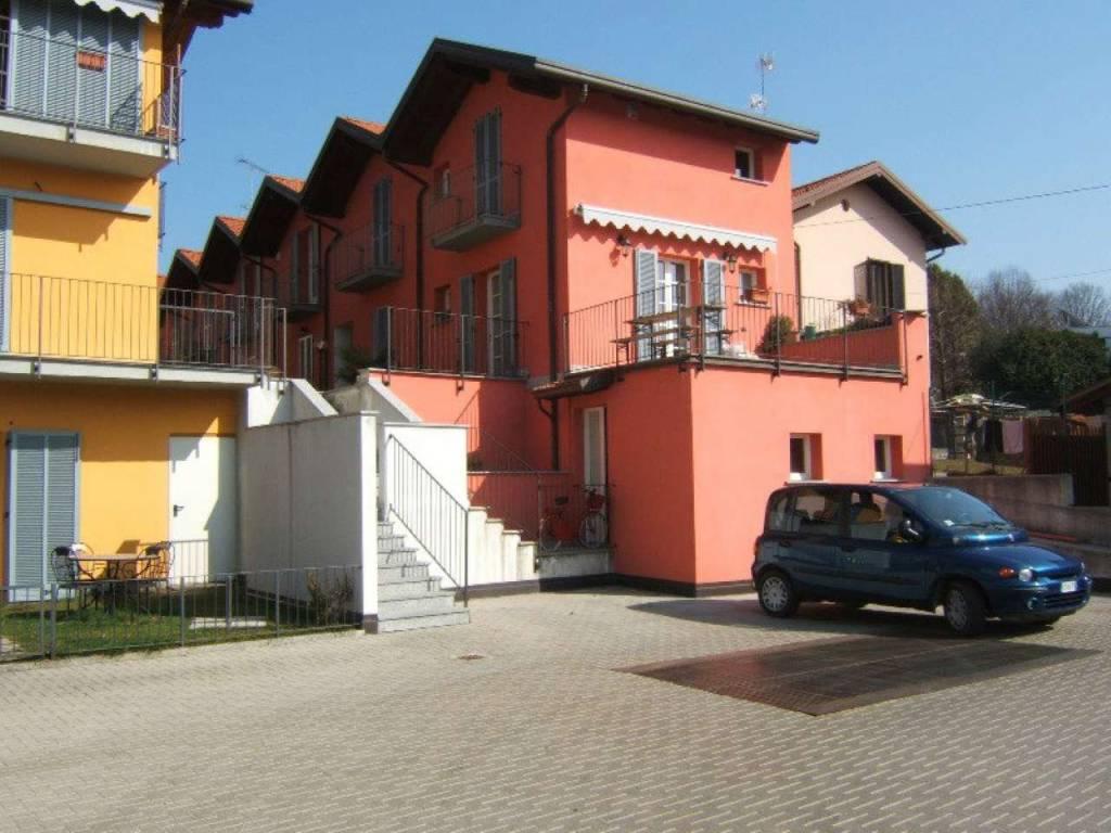 Appartamento in vendita a Sesto Calende, 2 locali, prezzo € 139.000   CambioCasa.it