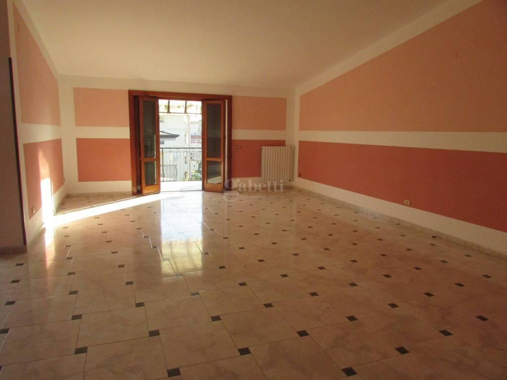 Appartamento in buone condizioni in affitto Rif. 8428400