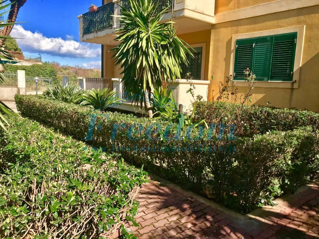 Appartamento in Vendita a Sant'Agata Li Battiati Centro: 5 locali, 130 mq