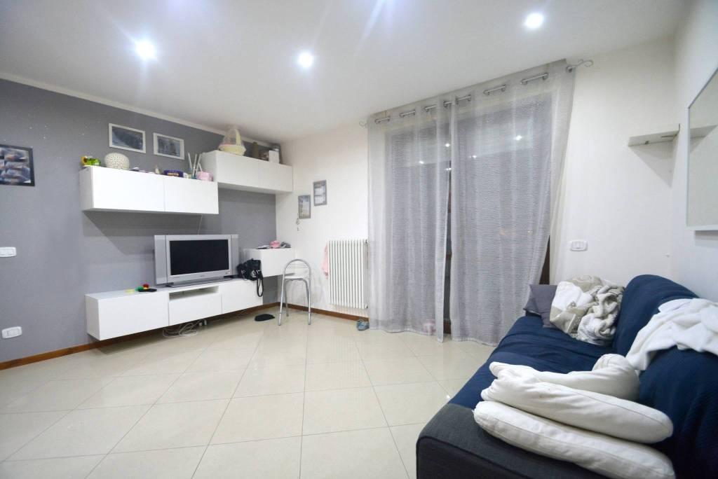 Appartamento in buone condizioni in vendita Rif. 8548817