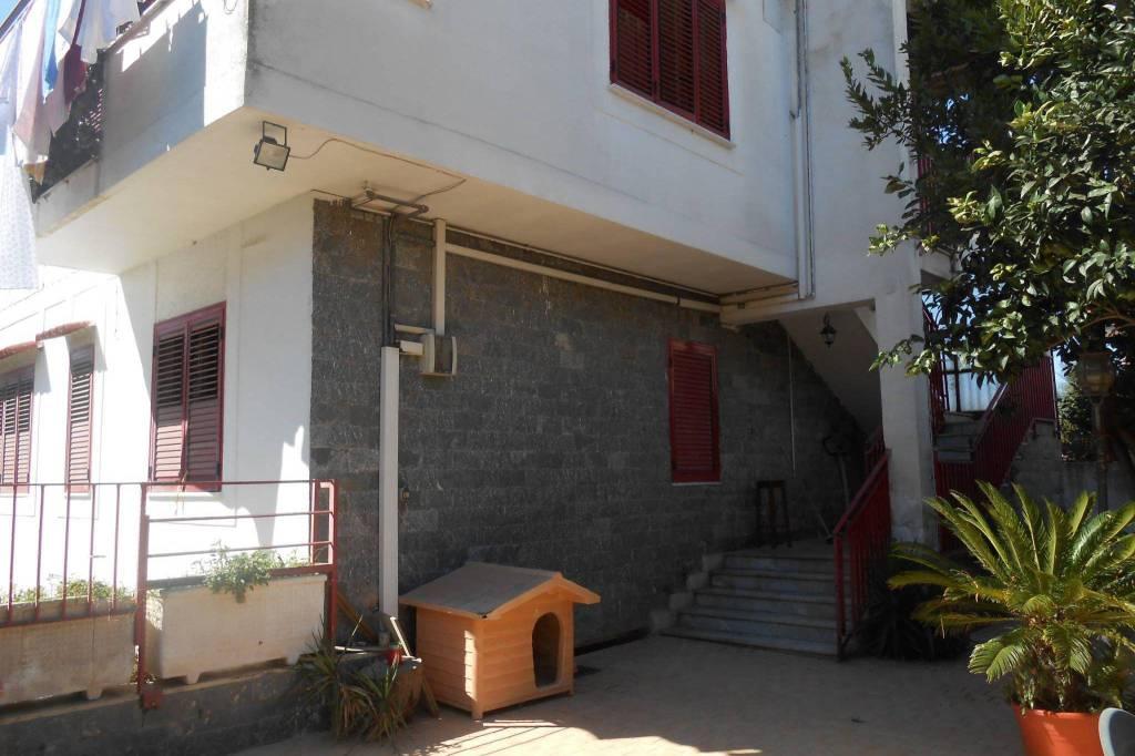 Appartamento in buone condizioni in vendita Rif. 8563642