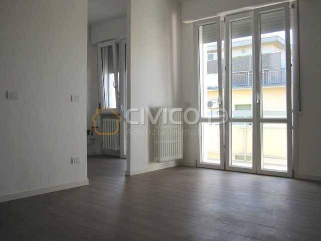 Appartamento in ottime condizioni parzialmente arredato in affitto Rif. 8561568