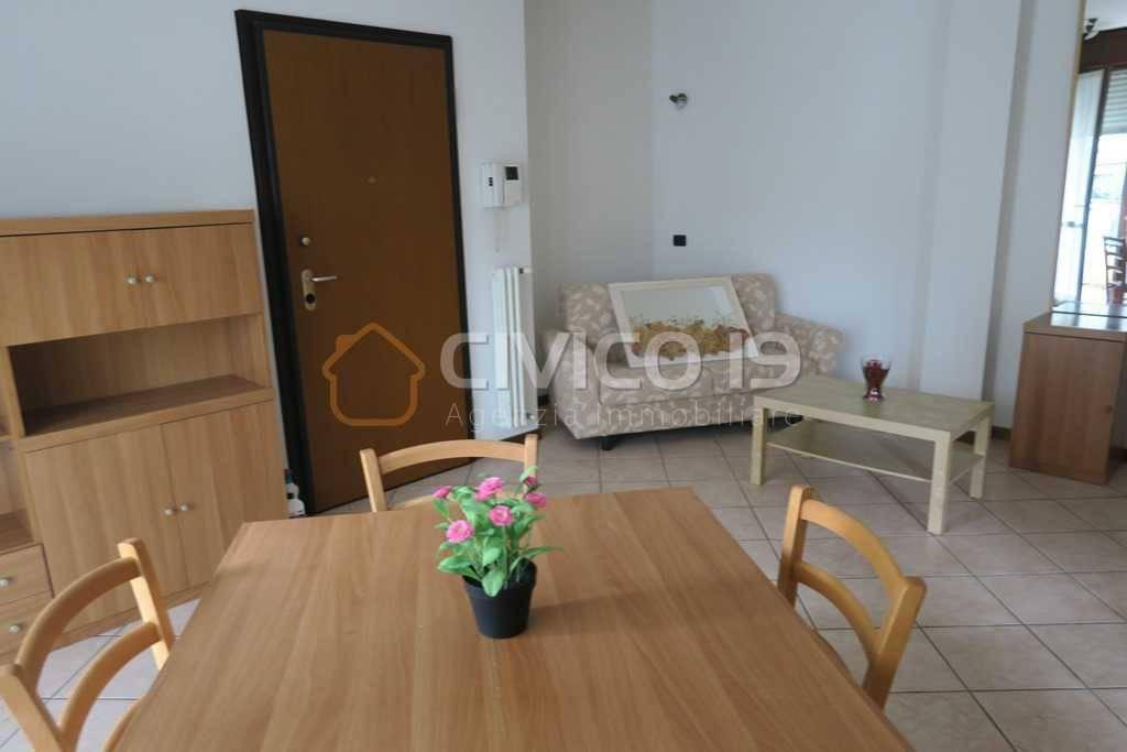 Appartamento in buone condizioni parzialmente arredato in affitto Rif. 8561569