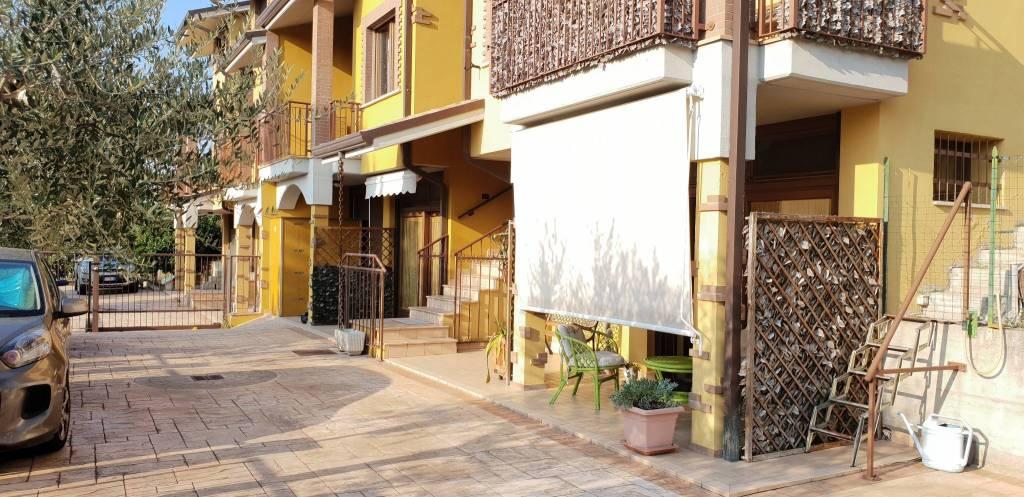 Appartamento in ottime condizioni parzialmente arredato in vendita Rif. 8522941