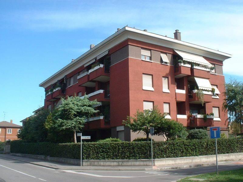 Appartamento in buone condizioni arredato in affitto Rif. 8559904