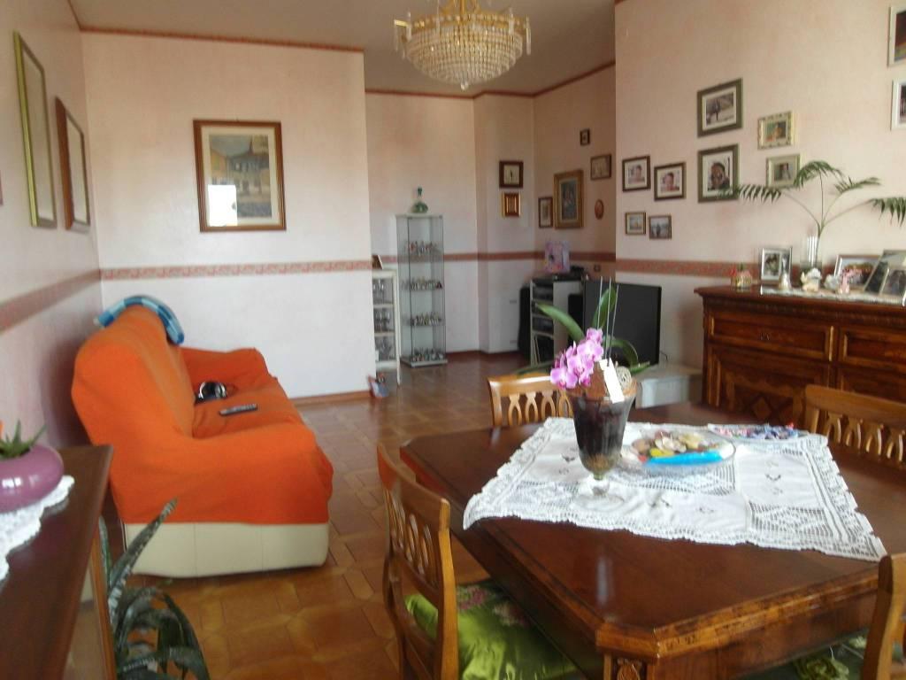 Appartamento in buone condizioni in vendita Rif. 9149920
