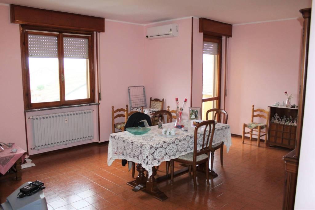 Appartamento in buone condizioni in vendita Rif. 8559635