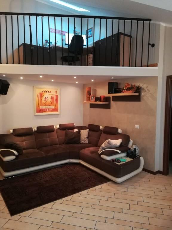 Appartamento in ottime condizioni parzialmente arredato in vendita Rif. 8888284