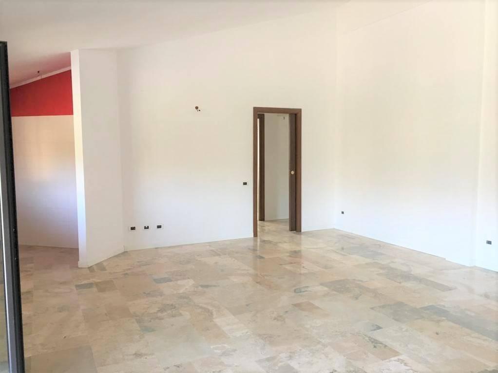 Appartamento in buone condizioni in affitto Rif. 8561469