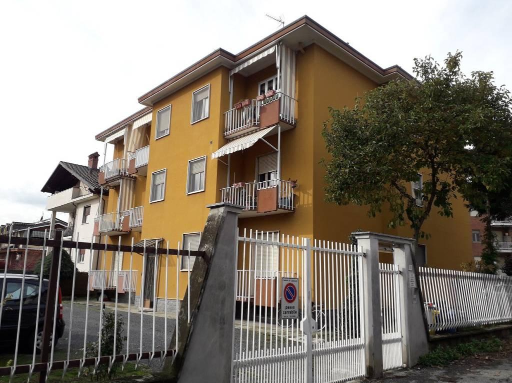 Appartamento in buone condizioni in vendita Rif. 8489651