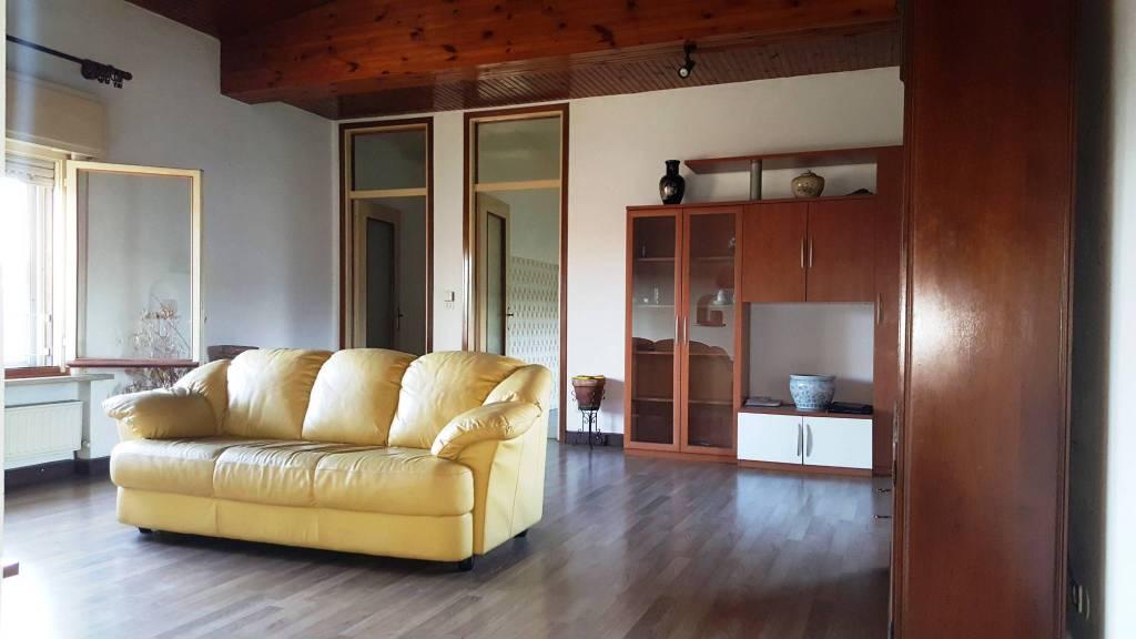 Appartamento in buone condizioni in vendita Rif. 8560802