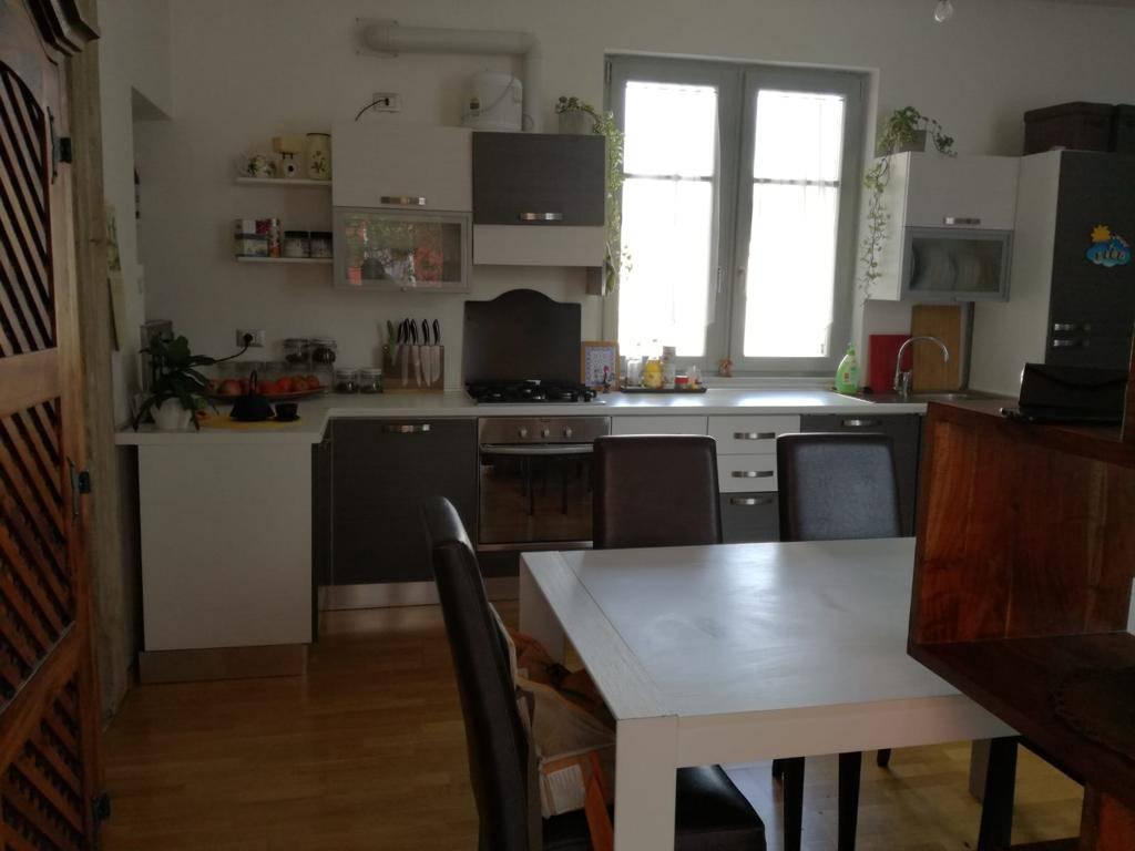 Appartamento in buone condizioni parzialmente arredato in affitto Rif. 8562841