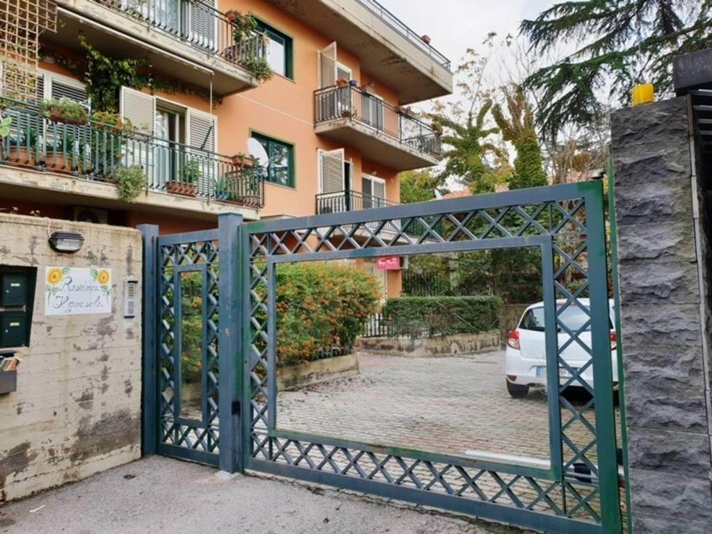 Recente 4 vani con giardino e garage in vendita a Battiati