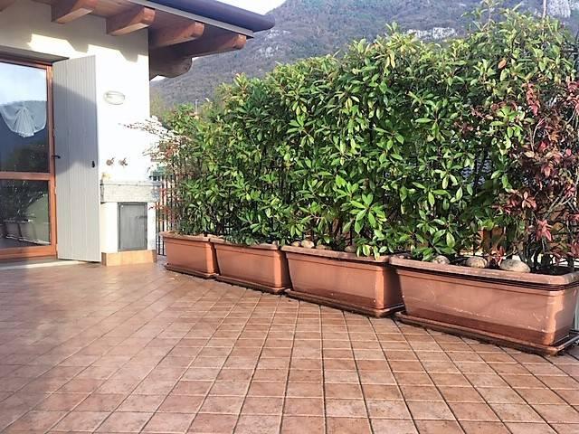 Appartamento in ottime condizioni arredato in affitto Rif. 8561483