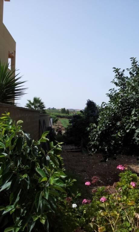 CROCCI- Casa a solo mq 130ca+giardino mq 8.000ca, strada principale, da ristrutturare. Euro 90mila
