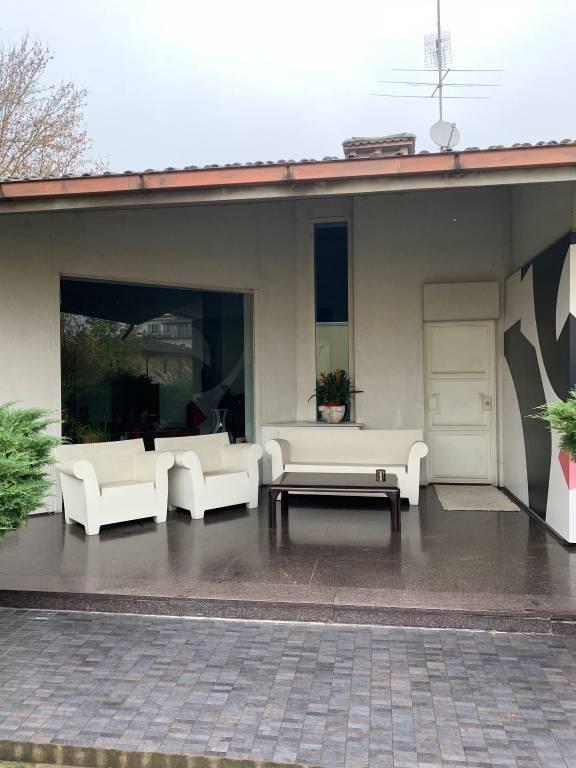 Villa in buone condizioni parzialmente arredato in vendita Rif. 8560108