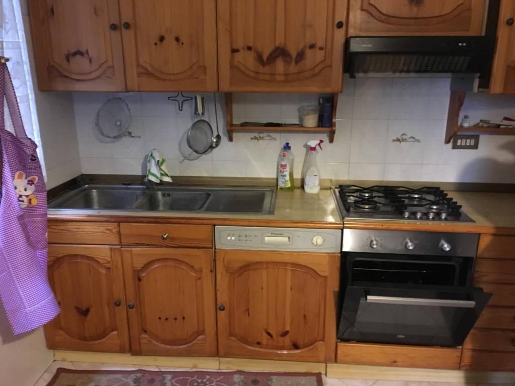 Appartamento in buone condizioni arredato in affitto Rif. 8563382