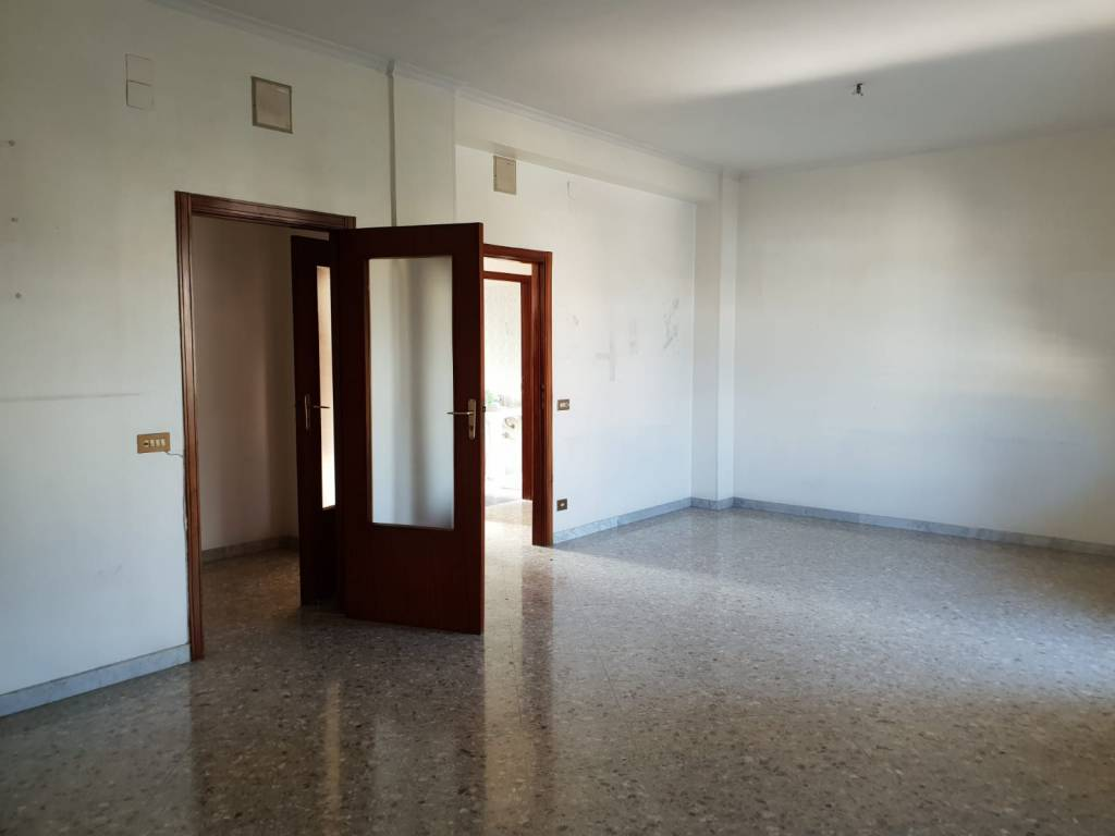 Appartamento in buone condizioni in affitto Rif. 8560919