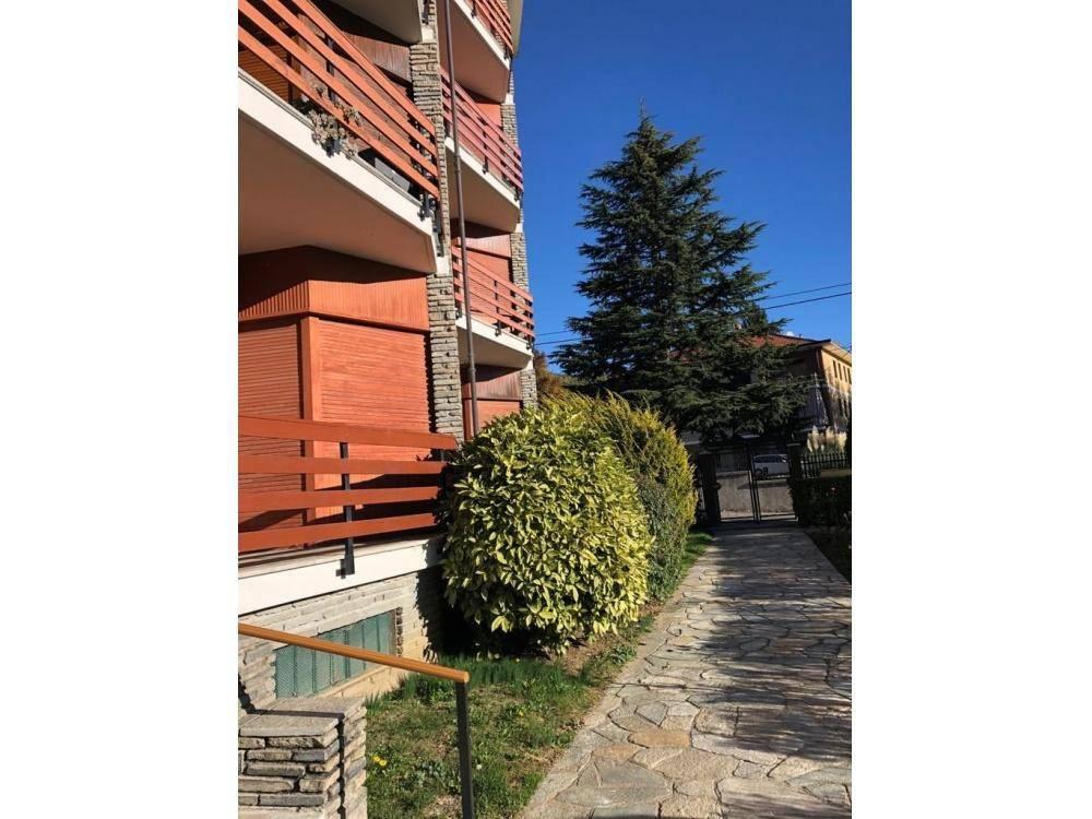 Appartamento in buone condizioni in vendita Rif. 8562063