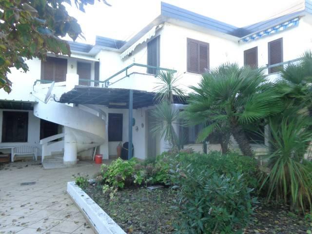 Appartamento in buone condizioni in vendita Rif. 8559359