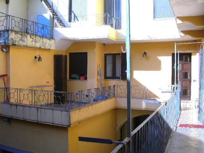 Appartamento in ottime condizioni in vendita Rif. 8559817