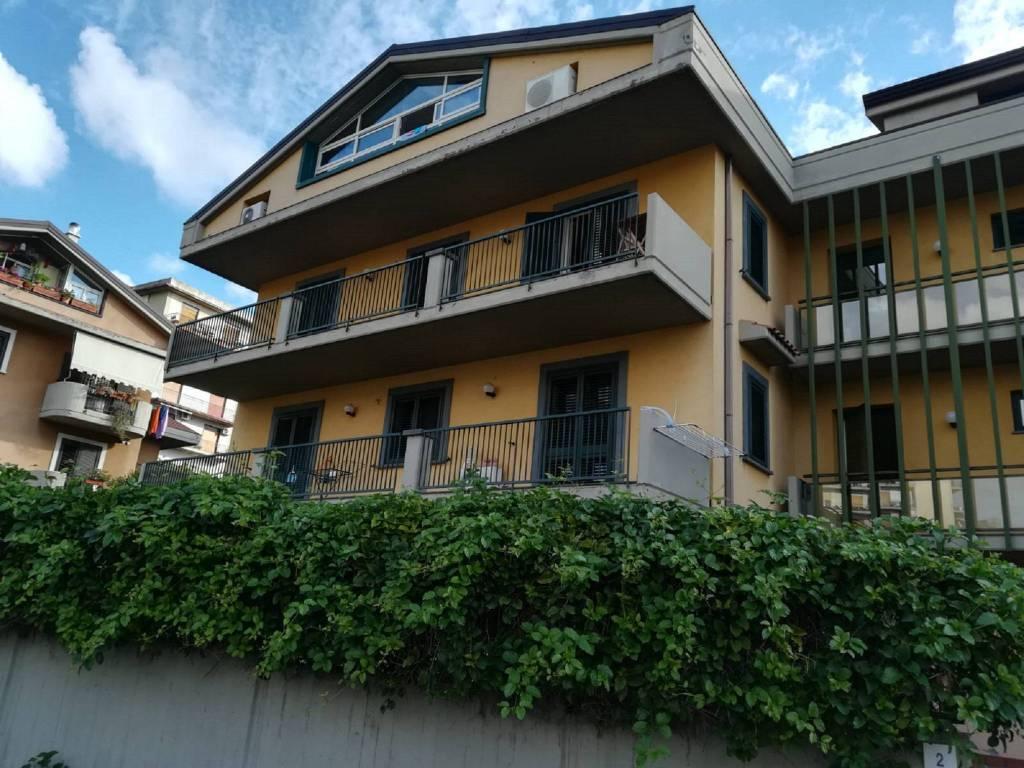 Appartamento in buone condizioni arredato in affitto Rif. 8561667