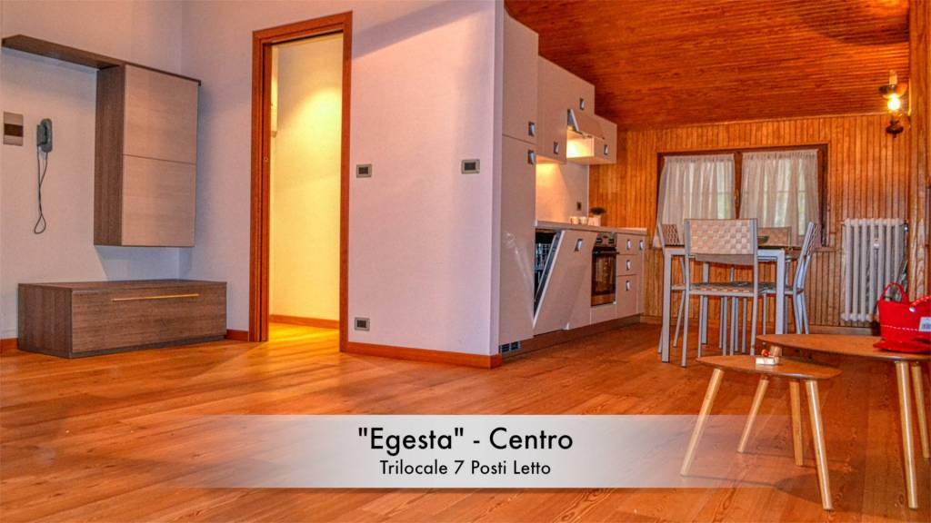 """Egesta"" Centro - Mansarda con doppi servizi"